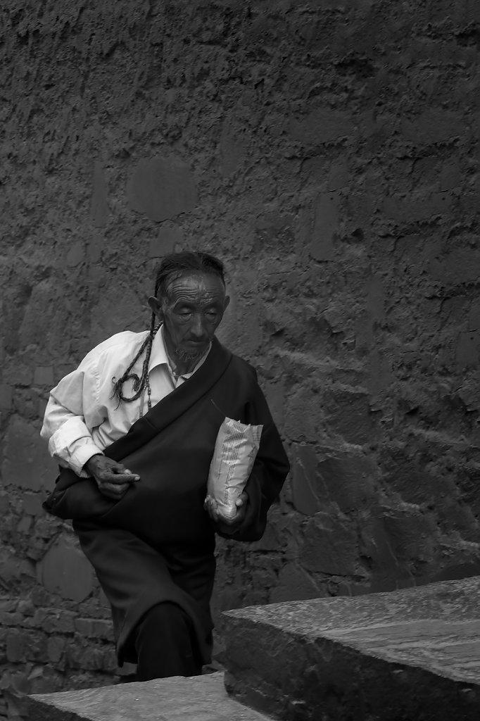 IMG-5777-Tibet-Tashilumpo-20130629-pilgrimI.jpg