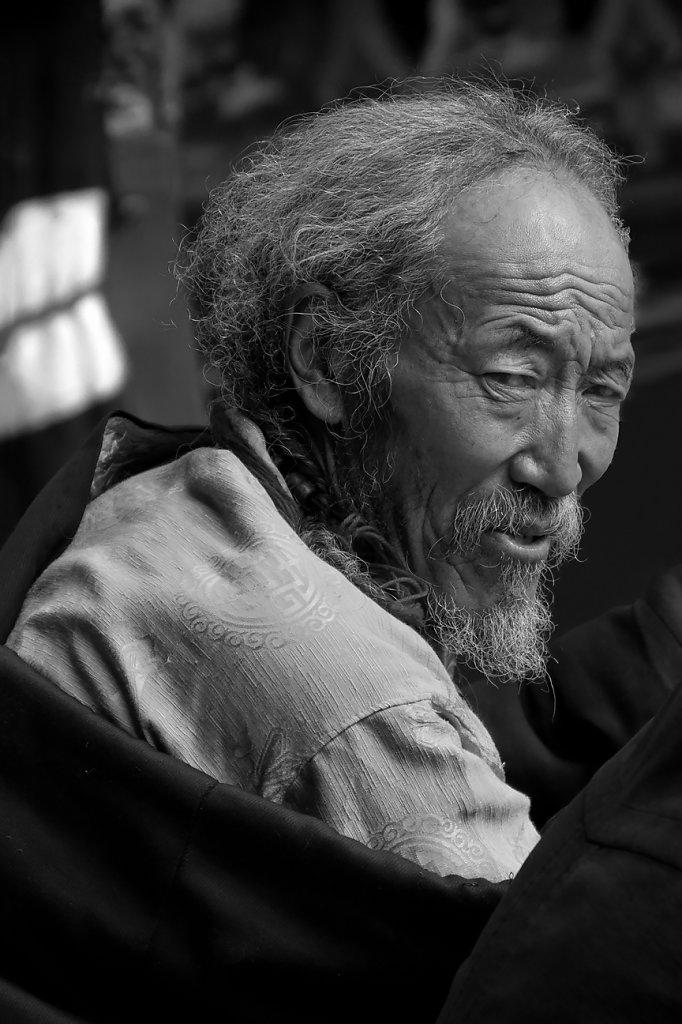 IMG-5906-Tibet-Tashilumpo-20130629-pilgrimV.jpg