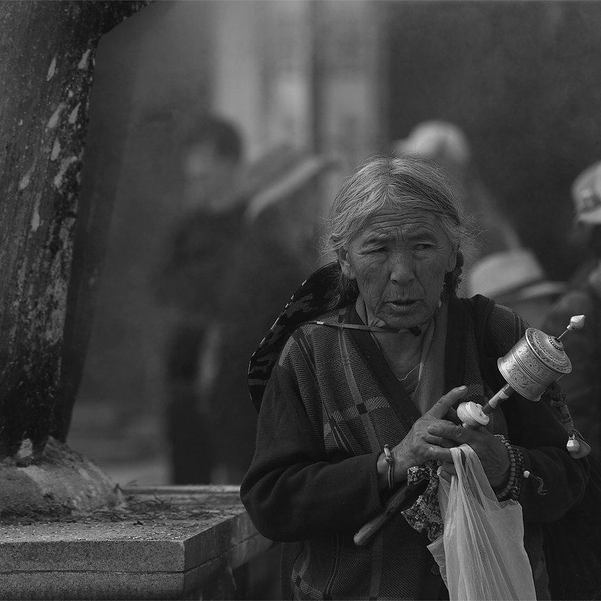 IMG-6211-Tibet-Lhasa-20130630-pilgrimVI.jpg
