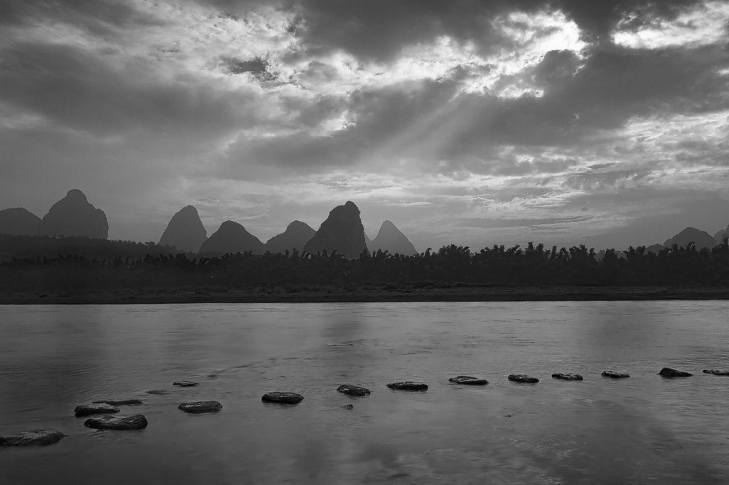 IMG-6610-Guangxi-Yangshuo-20131002-morning-karstII.jpg