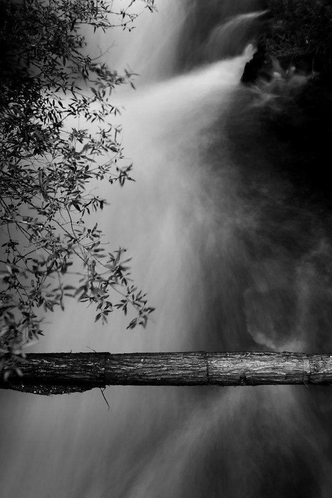 IMG-0275-Sichuan-Jiuzhaiguo-20110912-flowing-waterV.jpg