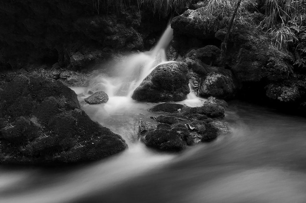 IMG-0263-Sichuan-Jiuzhaiguo-20110912-flowing-waterIV.jpg