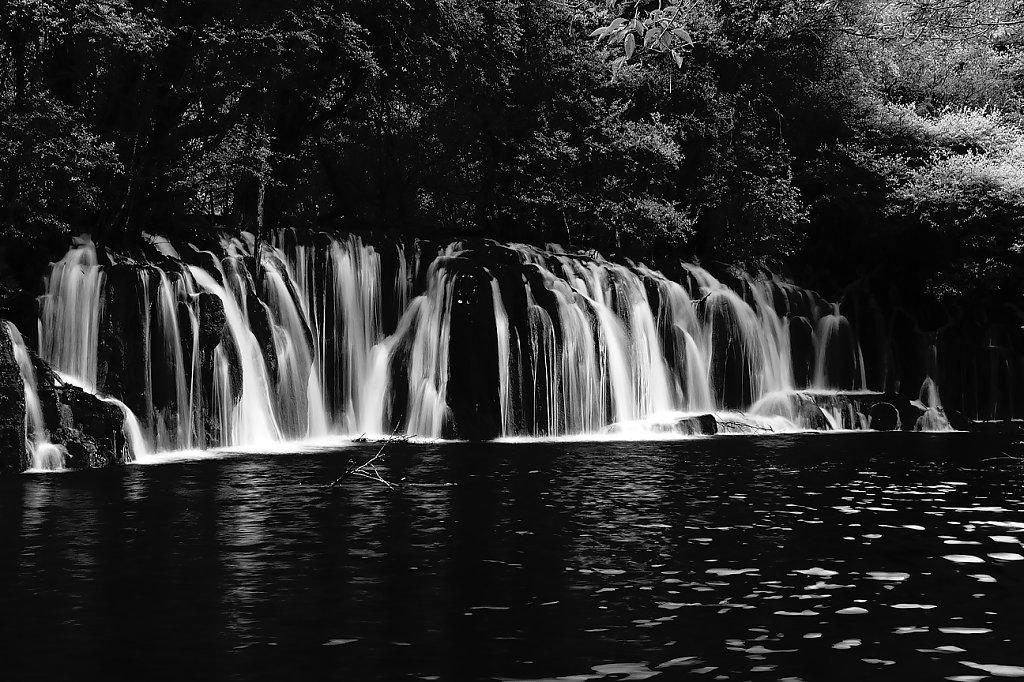 IMG-0153-Sichuan-Jiuzhaiguo-20110912-flowing-waterIII.jpg
