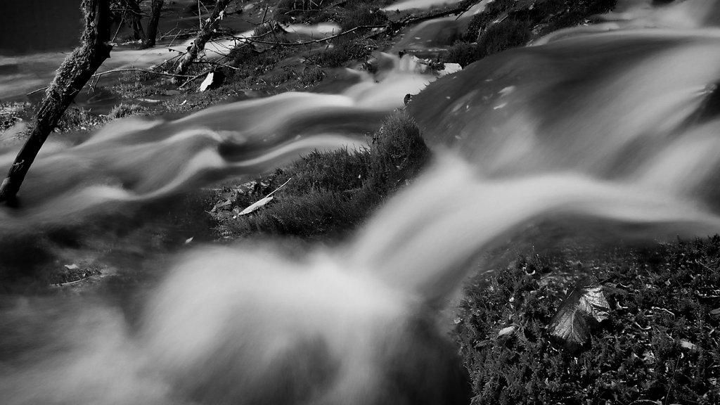 IMG-0151-Sichuan-Jiuzhaiguo-20110912-flowing-waterI.jpg