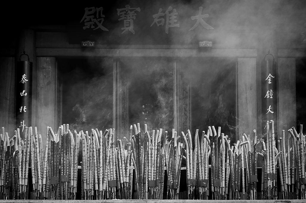 IMG-3236-Sichuan-Leshan-20120919-prayerI.jpg