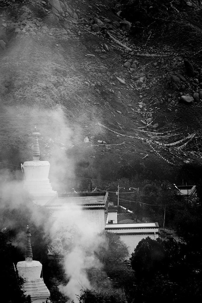 IMG-4984-Tibet-Drepung-20130625-prayerII.jpg