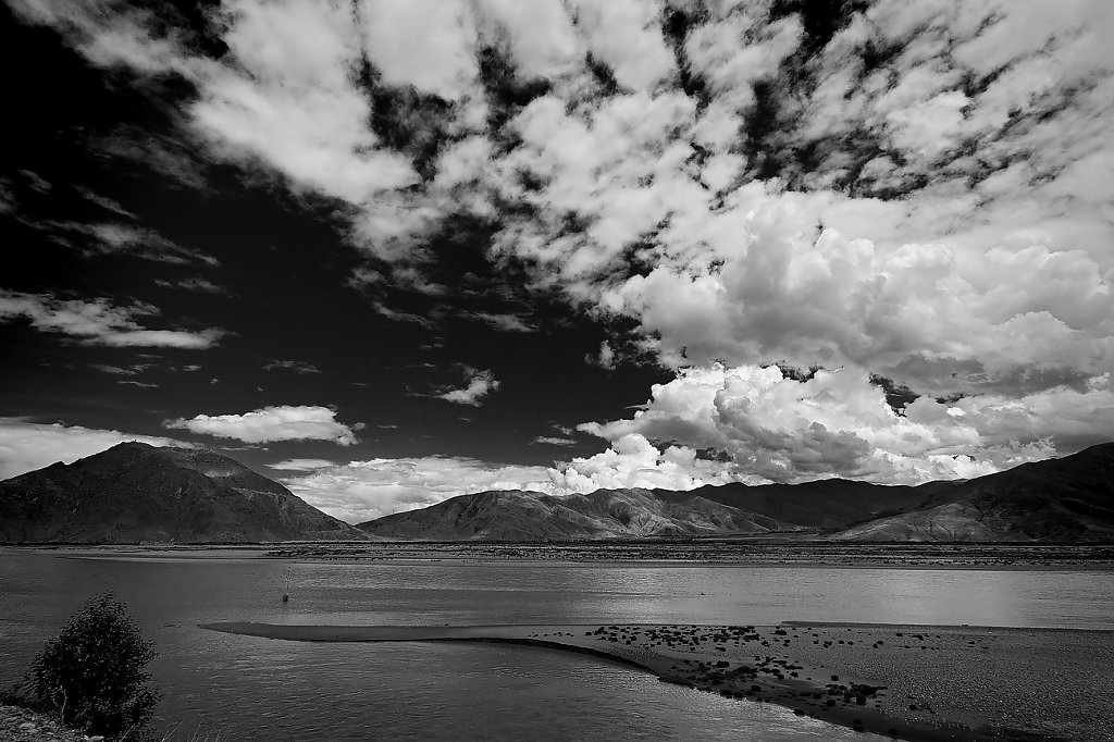 IMG-6044-Tibet-road-20130629-riverII.jpg