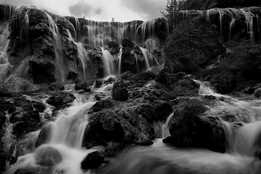 IMG-0252-Sichuan-Jiuzhaiguo-20110912-flowing-waterVI.jpg